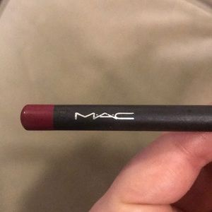 Mac lip liner. Unused. Red.